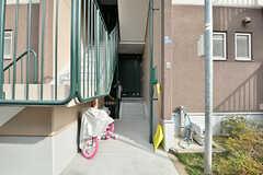 シェアハウスのある棟の入り口。(2017-03-01,周辺環境,ENTRANCE,1F)