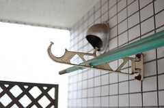 物干しができる器具が設置されています。(203号室)(2014-03-05,専有部,ROOM,2F)