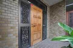 シェアハウスの玄関ドア。(2013-08-06,周辺環境,ENTRANCE,1F)