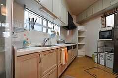 キッチンの様子。(2013-08-06,共用部,KITCHEN,1F)