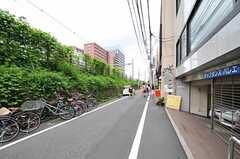 各線・高田馬場駅からシェアハウスへ向かう道の様子。(2013-08-06,共用部,ENVIRONMENT,1F)