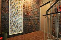 玄関の様子。フロアごとに入り口が分かれています。男性用フロアです。(2014-07-31,周辺環境,ENTRANCE,2F)