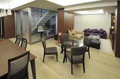 ラウンジの奥にはソファスペースがあります。(2013-02-12,共用部,LIVINGROOM,)