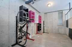 屋内自転車置場の様子。(2013-03-10,共用部,GARAGE,1F)
