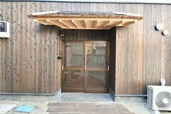 シェアハウスの玄関。(2017-03-18,周辺環境,ENTRANCE,1F)