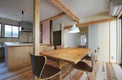 大きめのダイニングテーブルです。(2012-03-31,共用部,LIVINGROOM,1F)