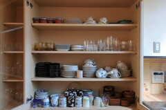 食器類の様子。とても雰囲気の良い食器もチラホラ。(2012-03-13,共用部,KITCHEN,1F)