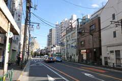 シェアハウスから都営大江戸線・若松河田駅へ向かう道の様子。(2013-03-13,共用部,ENVIRONMENT,1F)