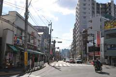 シェアハウスから都営大江戸線・若松河田駅へ向かう道の様子2。(2013-03-13,共用部,ENVIRONMENT,1F)