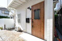 シェアハウスの玄関ドア。(2021-04-23,周辺環境,ENTRANCE,1F)