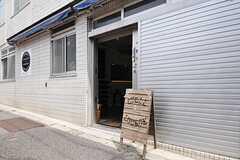 正面玄関の様子。自転車の乗り入れが可能です。(2014-04-16,周辺環境,ENTRANCE,1F)