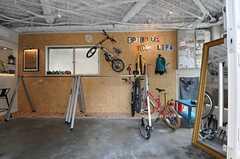 玄関から見た内部の様子。ガレージが広がります。(2014-04-16,共用部,OTHER,1F)