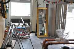 カウンターから見たガレージの様子。(2014-04-16,共用部,LIVINGROOM,1F)