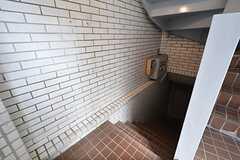 階段の様子。B1がリビングです。(2016-02-29,共用部,OTHER,1F)