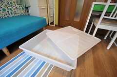 ベッド下収納は2つ設置されています。(201号室)(2012-10-16,専有部,ROOM,2F)