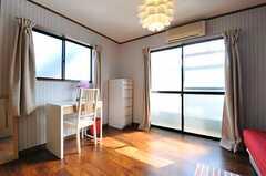 専有部の様子。掃き出し窓からはベランダに出られます。(302号室)(2012-10-16,専有部,ROOM,3F)
