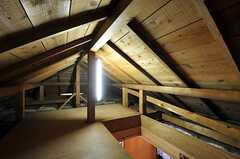 屋根裏の様子。入居者さんの荷物を置いてもOKだそう。(2012-10-16,共用部,OTHER,4F)