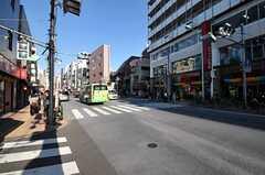 シェアハウスから高田馬場駅へ向かう道の様子。(2012-10-16,共用部,ENVIRONMENT,1F)