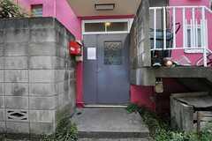 シェアハウスの正面玄関。(2011-06-24,周辺環境,ENTRANCE,1F)