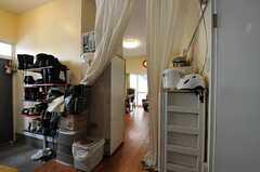 玄関脇にリビングがあります。(2011-06-24,周辺環境,ENTRANCE,1F)