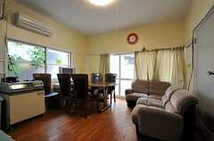 シェアハウスのリビングの様子。(2011-06-24,共用部,LIVINGROOM,1F)