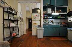 シェアハウスのキッチン周辺の様子。(2011-06-24,共用部,KITCHEN,1F)
