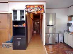 シェアハウスの正面玄関から見た内部の様子。(2008-03-03,周辺環境,ENTRANCE,1F)