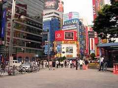 新宿駅周辺の様子。(2005-06-03,共用部,ENVIRONMENT,)