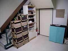 キッチン脇の収納。清潔に保たれている。(2005-06-03,共用部,KITCHEN,)