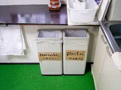 キッチンに設置されたゴミ箱(2005-06-03,共用部,KITCHEN,)