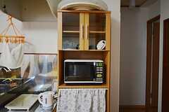 食器棚と電子レンジの様子。(2015-07-14,共用部,KITCHEN,2F)
