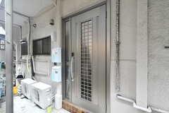 玄関ドアの様子。(2020-09-26,周辺環境,ENTRANCE,1F)