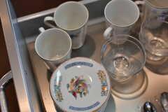シンク下には食器類が収納されています。(2020-06-16,共用部,KITCHEN,2F)