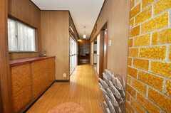 シェアハウスの正面玄関から見た内部の様子。(2009-06-29,周辺環境,ENTRANCE,1F)