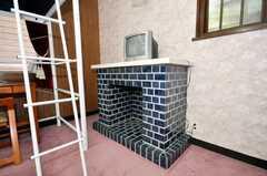 ドミトリーの様子2。2012年5月現在、専有部に変更されています。暖炉付き。(101号室)(2009-06-29,専有部,ROOM,1F)
