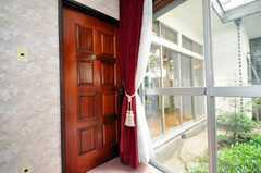 ドミトリーの様子5。2012年5月現在、専有部に変更されています。まるで舞台カーテンのよう。(101号室)(2009-06-29,専有部,ROOM,1F)