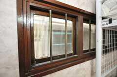 ドミトリーの様子6。2012年5月現在、専有部に変更されています。レトロな建具。(101号室)(2009-06-29,専有部,ROOM,1F)