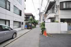 東京メトロ丸ノ内線西新宿駅からシェアハウスへ向かう道の様子。(2009-06-29,共用部,ENVIRONMENT,1F)
