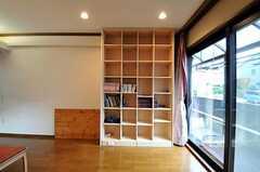 本棚の様子。(2010-11-18,共用部,LIVINGROOM,1F)