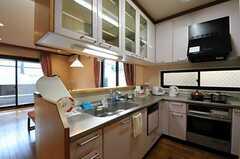 シェアハウスのキッチンの様子。(2010-11-18,共用部,KITCHEN,1F)