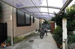 自転車置場の様子。 (2010-11-18,共用部,GARAGE,1F)