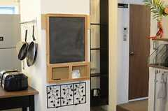 黒板が用意されていて、メッセージを書き込める様になっています。(2011-11-01,共用部,OTHER,2F)