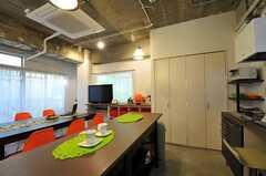 キッチン周辺の様子。作業スペースも広め。(2011-11-01,共用部,KITCHEN,2F)