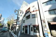 シェアハウスは2-3Fです。1Fはカフェレストラン。(2012-12-24,共用部,OUTLOOK,1F)