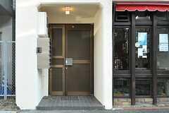 玄関ドアの様子。(2012-12-24,周辺環境,ENTRANCE,1F)