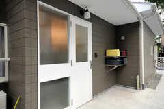 シェアハウスの正面玄関。(2010-09-14,周辺環境,ENTRANCE,1F)