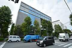 徒歩2分ほどで新宿区のスポーツセンター(コズミックセンター)があります。(2015-10-21,共用部,ENVIRONMENT,1F)