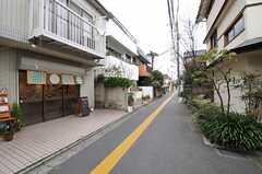 周辺はのんびりとした住宅街です。(2013-04-04,共用部,ENVIRONMENT,1F)
