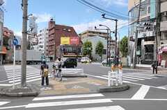 シェアハウスから都営地下鉄大江戸線・落合南長崎駅へ向かう道の様子。(2011-08-24,共用部,ENVIRONMENT,1F)