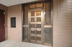 シェアハウスの正面玄関。(2012-11-19,周辺環境,ENTRANCE,1F)